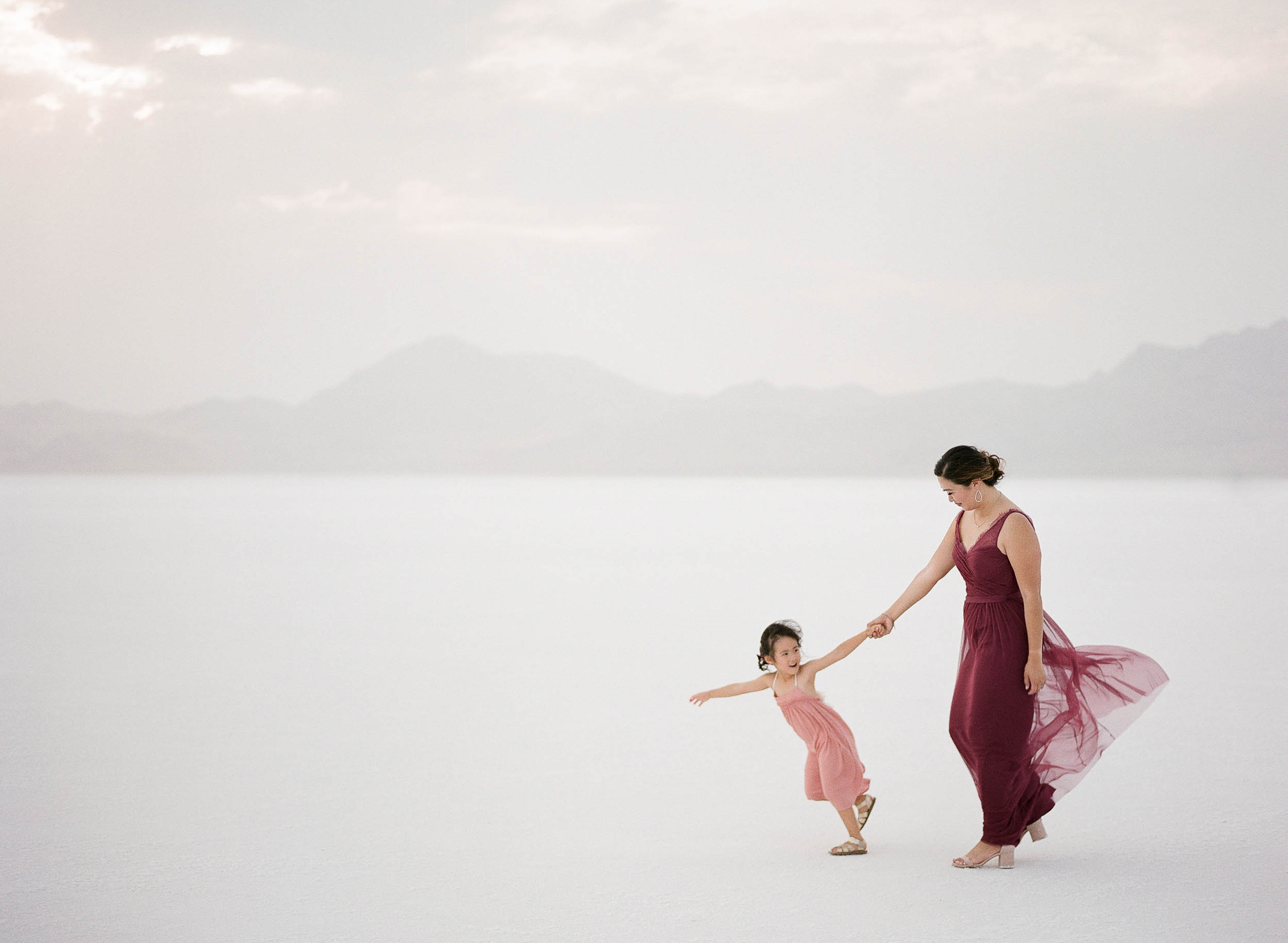 070918_Sandy A La Mode_Family_Utah Salt Flats_Buena Lane Photography_F400_47.jpg