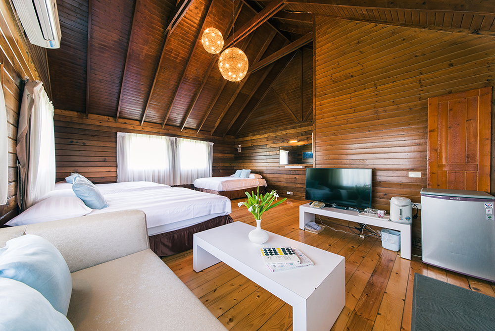 Private Cabin for 3$10,100 per personPrivate beds$11,100 pp after March 10 - This Package includes:2 nights cabin with 3 private beds3 Oceansound Yoga Festival passes3 Spring Scream music festival passesBreakfast buffetPool and spa access$30,300 - Total package price$33,300 - After March 10To reserve this package use the form below3人豪華別墅 ($10,100/每人)費用包含:2晚住宿,3張床3張海沁瑜伽節免費通行票3張春天吶喊音樂節免費通行票自助式早餐免費使用戶外游泳池、SPA水療池總金額$30,300,預定時請支付全額費用預購訂票請填妥下列表單