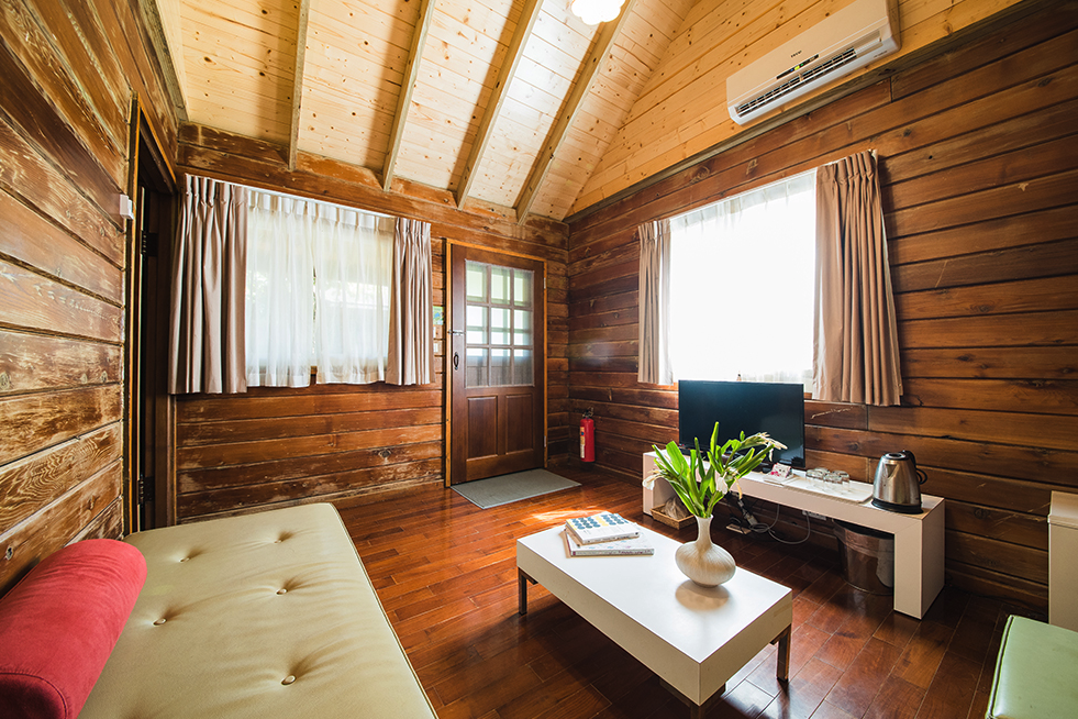 Cabin for 2$10,000 per personShared bed$11,000 pp after March 10 - This Package includes:2 nights cabin with 1 private bed2 Oceansound Yoga Festival passes2 Spring Scream music festival passesBreakfast buffetPool and spa access$20,000 - Total package price$22,000 - After March 10To reserve this package use the form below***2人別墅***$10,000/每人費用包含:2晚住宿, 1張大床2張海沁瑜伽節免費通行票2張春天吶喊音樂節免費通行票自助式早餐免費使用戶外游泳池、SPA水療池(總金額$20,000, 預定時請支付全額費用)預購訂票請填妥下列表單