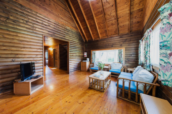 Shared Cabin for 8$7,025nt per personShared beds$8,025 pp after March 10 - This Package includes:2 nights cabin with 8 beds8 Oceansound Yoga Festival passes8 Spring Scream music festival passesBreakfast buffetPool and spa access$56,200 - Total package price$64,200 - After March 10To reserve this package use the form below8人別墅 ($7,025/每人)費用包含:2晚住宿, 8張大床8張海沁瑜伽節免費通行票8張春天吶喊音樂節免費通行票自助式早餐免費使用戶外游泳池、SPA水療池總金額$56,200, 預定時請支付全額費用預購訂票請填妥下列表單