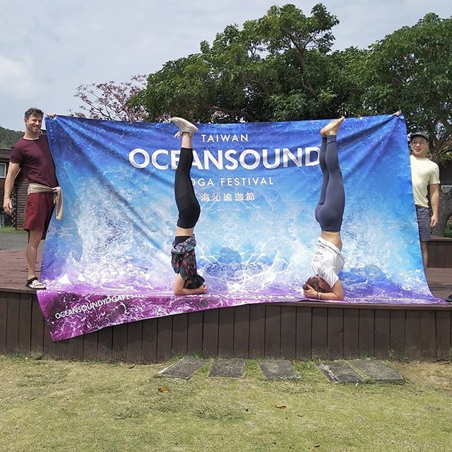 That's a wrap!! See you next year at Oceansound III 😁💜😁 #osyogafest #yoga #headstand #sirsasana #partneryoga #yogalove