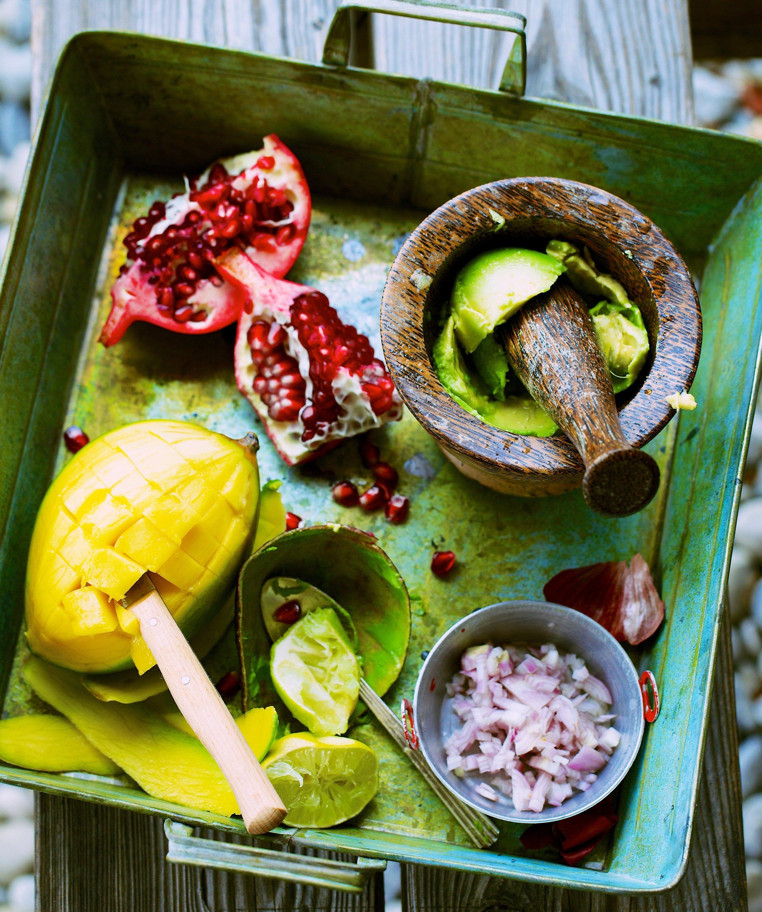 Guacamole mit Mango und Granatapfel.jpg