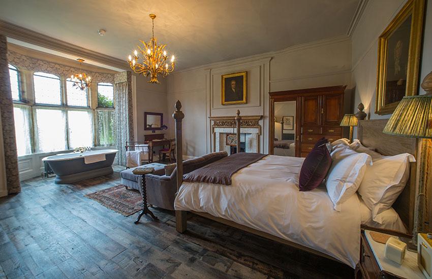Pig-At-Combe-Large Bedroom.jpg