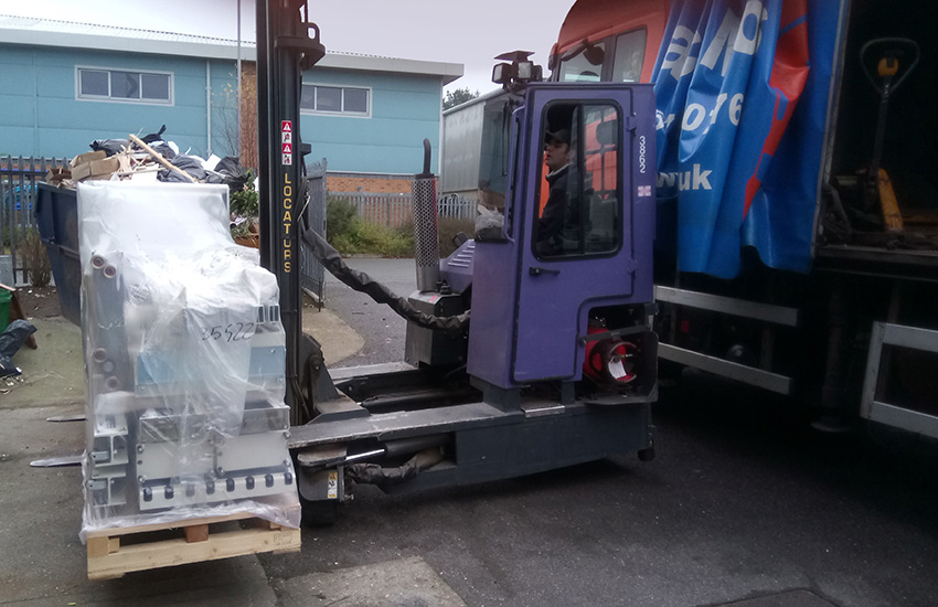 Tekne-Gabbiani-Beam-Saw-Delivery-Forklift.jpg