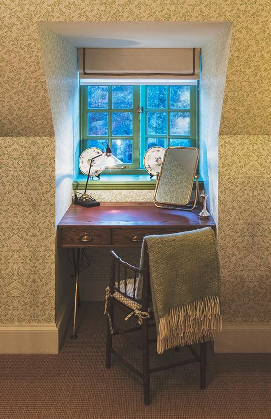 Limewood-Attic-Room-Renovations-15-Desk.jpg