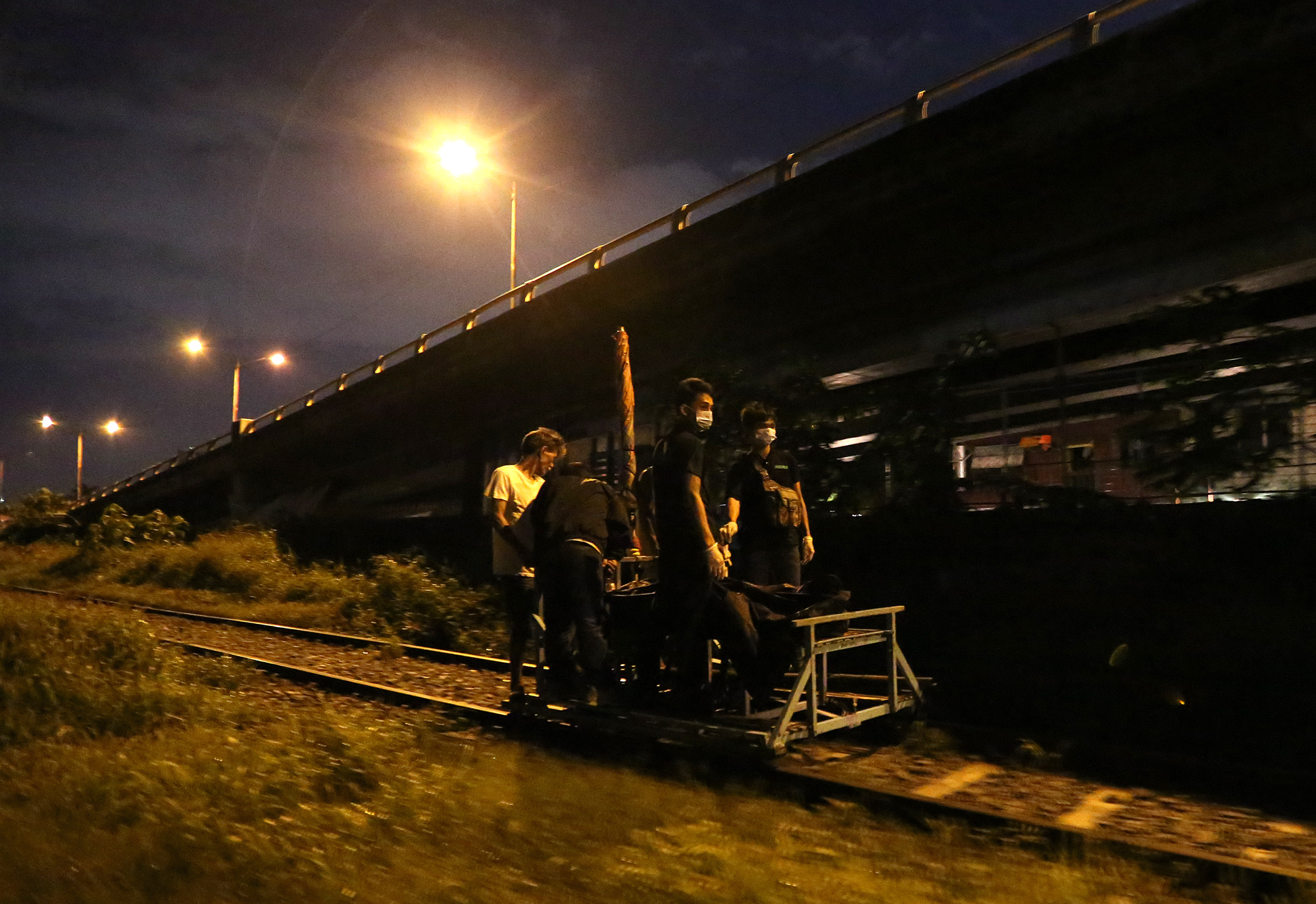 Coroners use a trolley to transport the bodies of alleged drug peddlers Paul Lester Lorenzo and Danny Laurente killed during a police drug buy-bust operation in Pandacan, Manila on August 17, 2016.