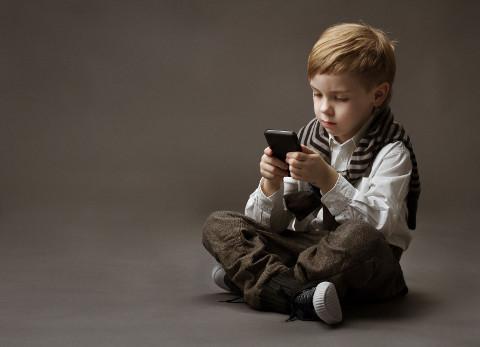 Kid-with-ipad.jpg