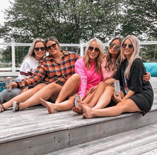 The long weekend is here! ☀️☀️☀️ Time to enjoy the last bit of summer on the dock and in the water! We hope no matter what you have planned for Labour Day weekend that it`s full of Cottage Springs! 🍋🍑🍉 . . . 📸: @ceceedavis