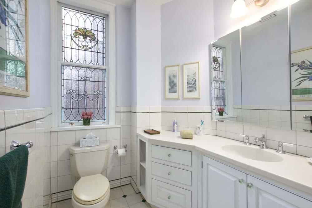43 Fifth Avenue Apt. 10NW Master Bathroom