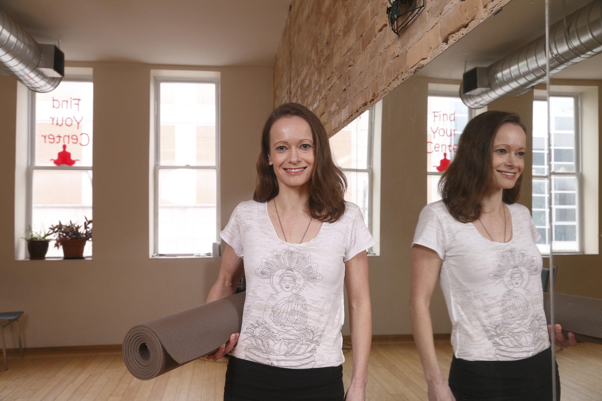 evonne-yoga_2365.jpg