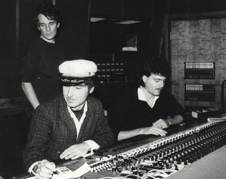 Alex Chilton (back) with Tav Falco (hat)