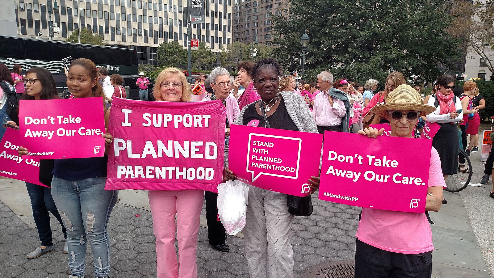 Pink_out_for_Planned_Parenthood_(21195941034).jpg