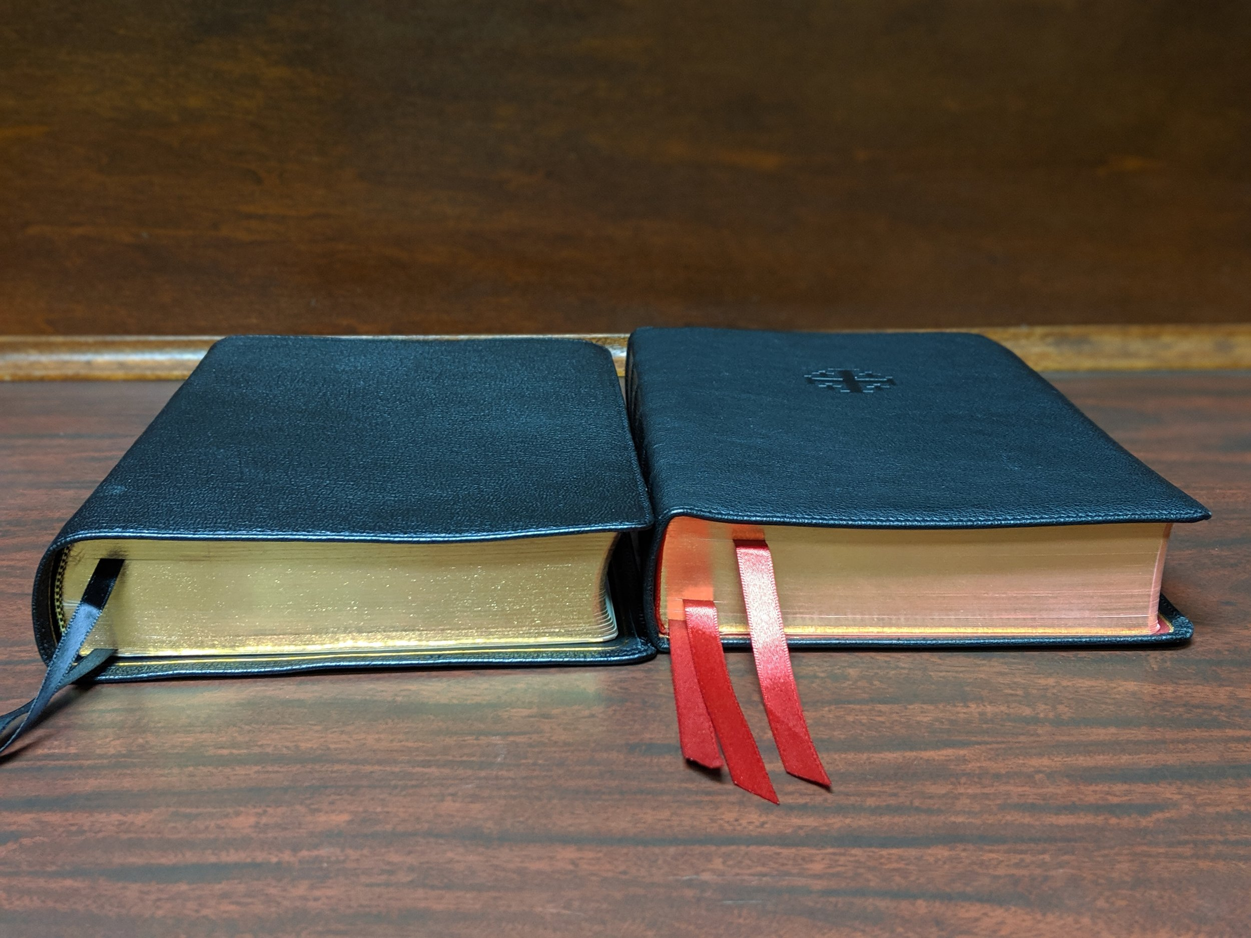 Side by side - ESV Preaching Bible (left); Credo Quentel (right)