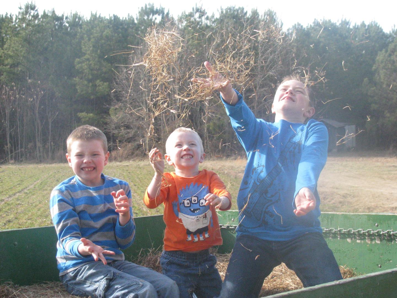 kids hay ride.jpg