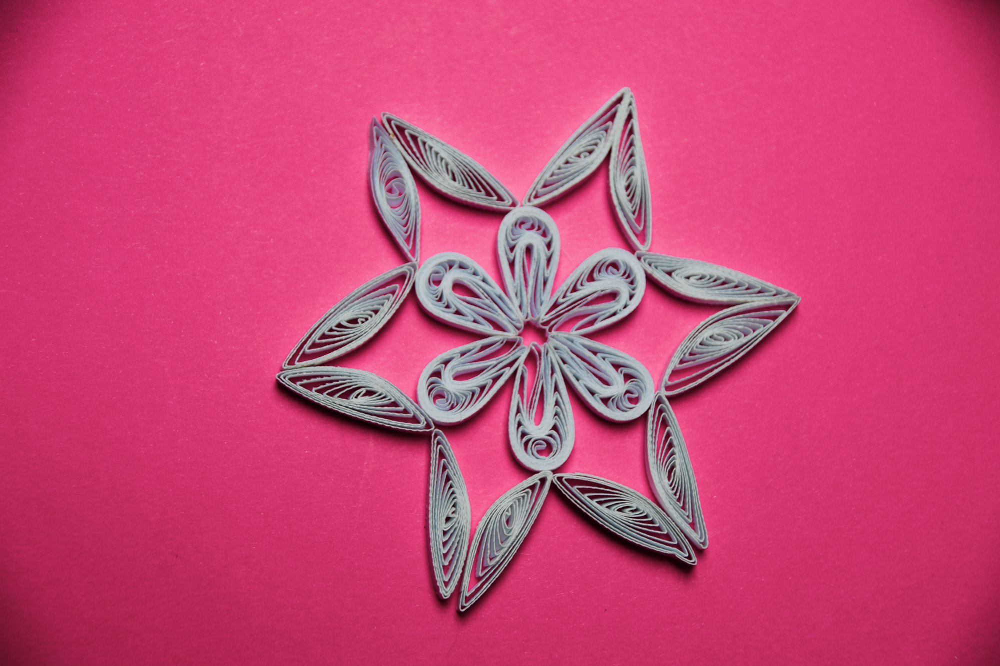 Easy DIY Paper Snowflake Quilling Tutorial to make handmade tree ornaments and gifts for friends #quilling #paperart #ornaments #christmas #crafts #homedecor #paper #tutorial #diy