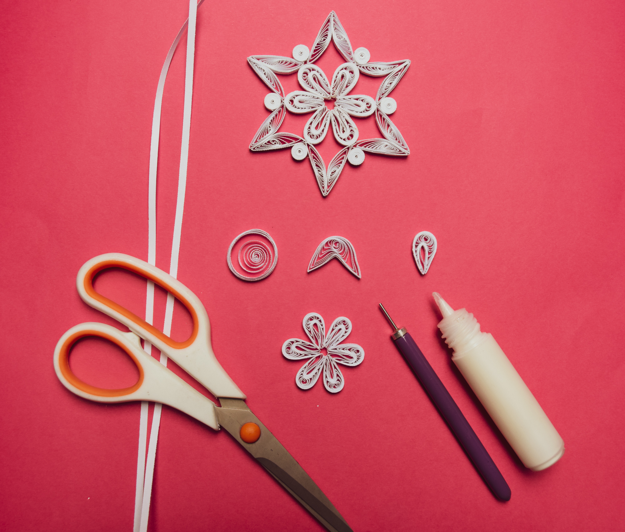 Easy DIY Paper Snowflake Quilling Tutorial to make handmade tree ornaments and gifts for friends #quilling #paperart #ornaments #christmas #crafts #homedecor #paper