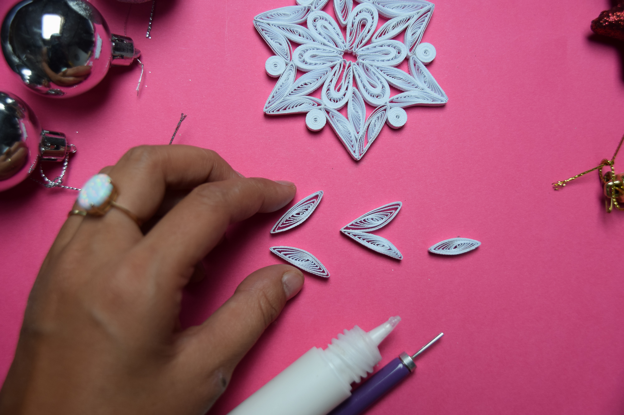 How to Make 6-Pointed Paper Snowflakes | Handmade Paper Ornaments for the Christmas Tree #quilling #howto #tutorial #paperart #diyproject #diy #treeornament #snowflake