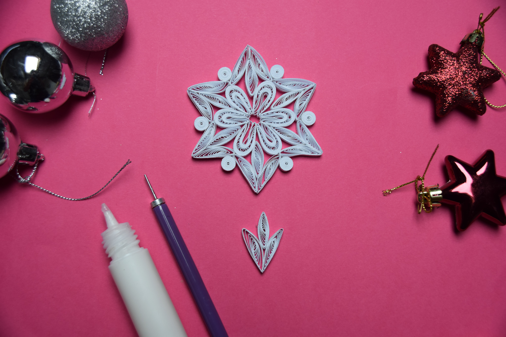 How to Make 6-Pointed Paper Snowflakes | Handmade Paper Ornaments for the Christmas Tree #quilling #howto #tutorial #paperart #diyproject #diy #treeornament
