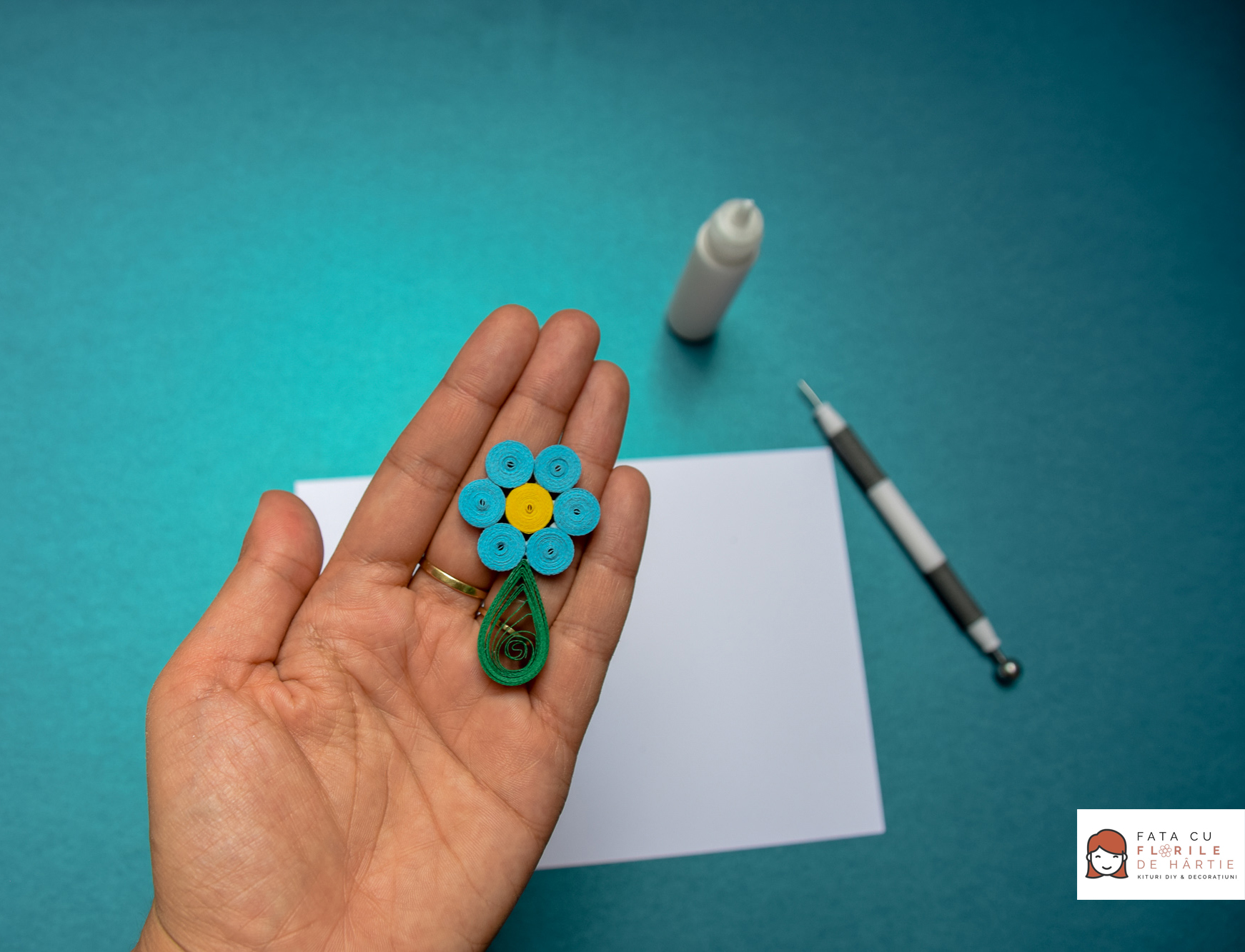 How to Make a Quilling Flower in 3 Easy Steps | Paper Flowers and Decorations for Party Favors, Scrapbooking & more #quilling #paperflowers #tutorial #diytutorial #diyprojects