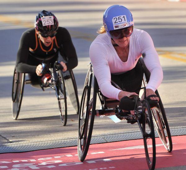 Chicago Marathon - 1. Tatyana McFadden (1:39:15)2. Amanda McGrory (1:39:15)3. Manuela Schar (1:39:17)OFFICIAL RESULTS HERE