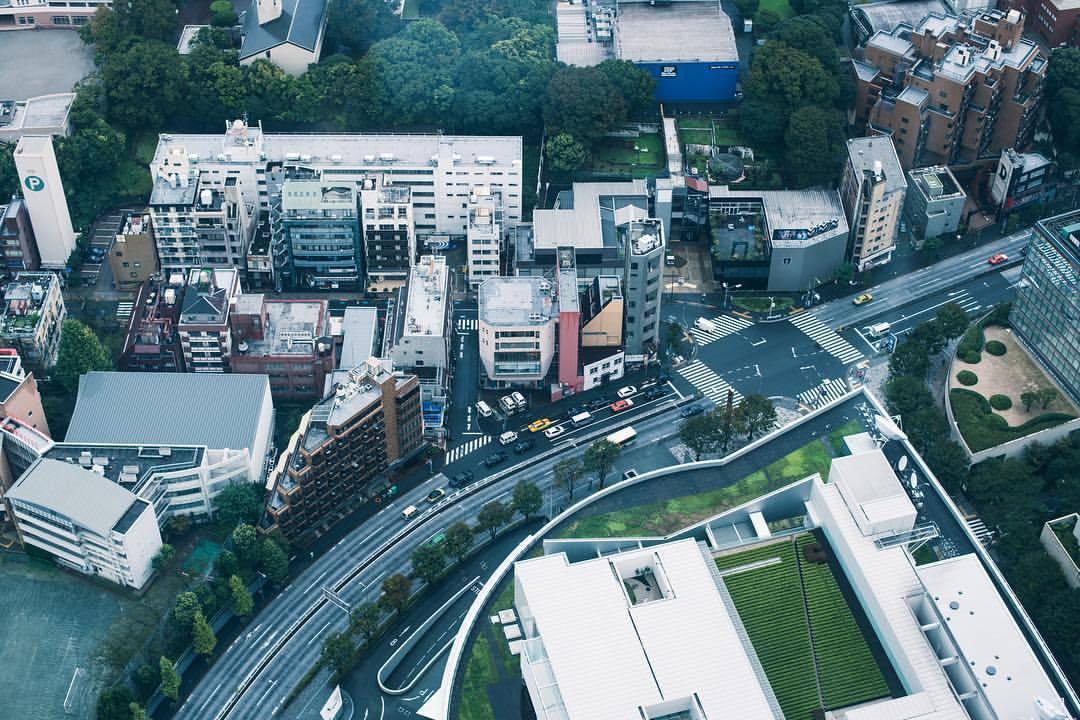 Cyber City Oedo 808 by day.   #tokyotower🗼 #tokyo #🇯🇵 #japan #traveldiaries #megacity #nikon #nikkor #hammerfettbombekrass #👹 (at 東京タワー Tokyo Tower)