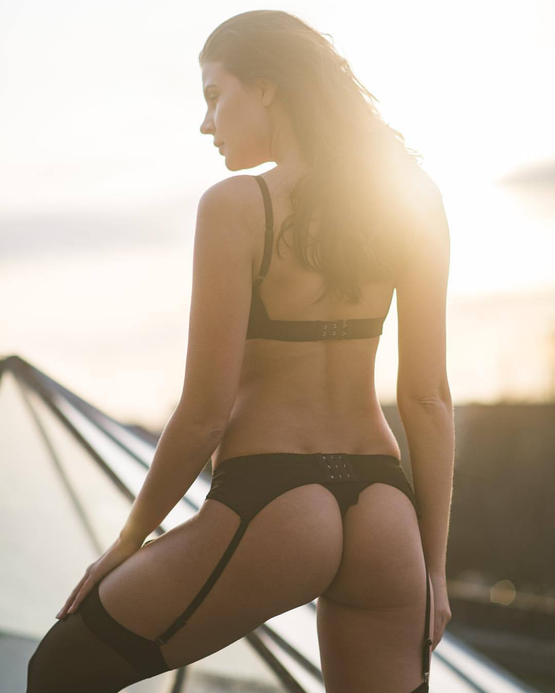 be yourself. be free. be good.   thank you @olgakaminska   #sunset #winter #lingerie #female #model #polish #brunette #berlin #studiobatterie #coldasfuck #toughcookie #beautifulwoman #sensual #🔥 #💪🏽 #😍 #📸 #💃🏻 #🍑  (at Berlin, Germany)