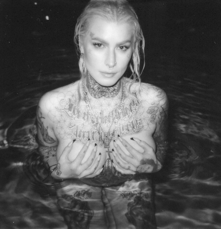 bunnyharlow :   I used the pool at my complex for the first time ever…and it was tight