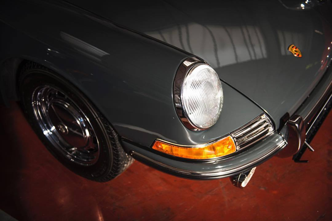 🦄💨  #porsche #porsche911 #911 #classiccars #instacars #carsofinstagram #carcorners #black #german #adobelightroom #automotivephotography