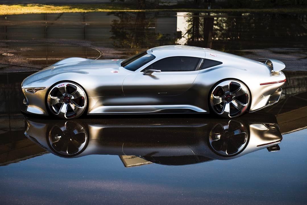 The Future.   .  #mercedesbenz #amg #vision #granturismo #concept #study #automotivephotography #hammerfettbombekrass #carsofinstagram #carporn #🤖 #🕶 #🌃  (at Mercedes-Benz  Sindelfingen)