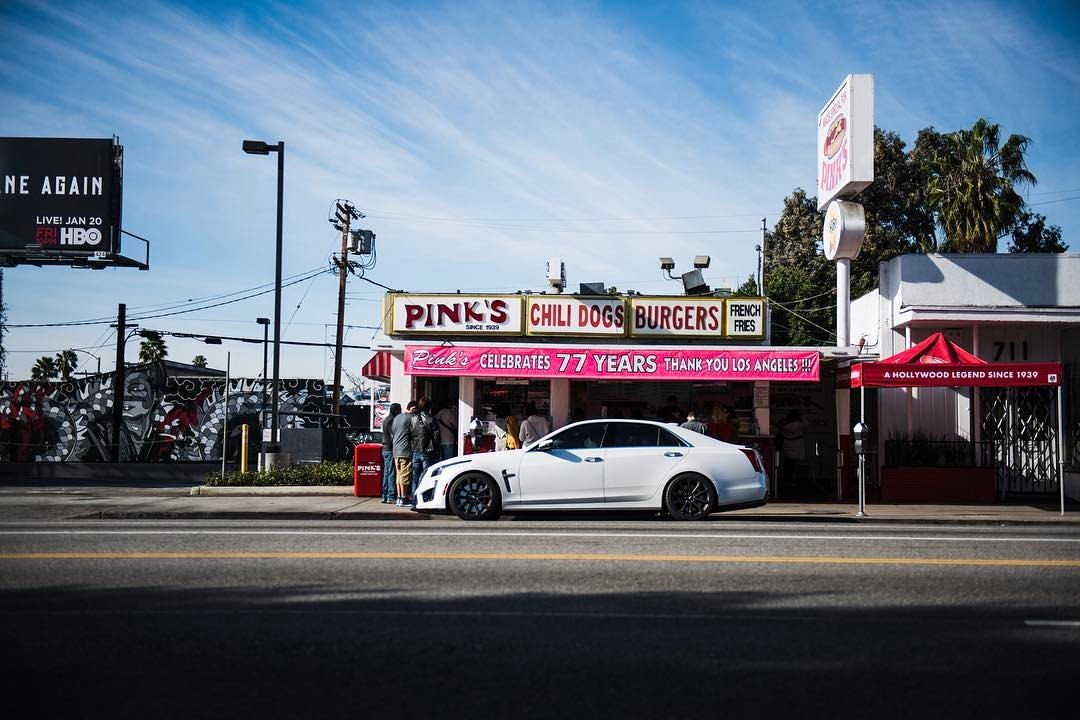 The next installment of #fastfoodfastcars for @heldth is up on the page (check the Bio for the Link).  #LosAngeles this time!  With support from @cadillaceurope and its fantastic CTS-V.     #ctsv #cadillac #pinks #hotdogs #lalaland #losangeles #la #californiadreamin #cali❤️ #🚀 #💪🏼 #hammerfettbombekrass #foodies #automotivephotography  (at Pink's Hot Dogs)