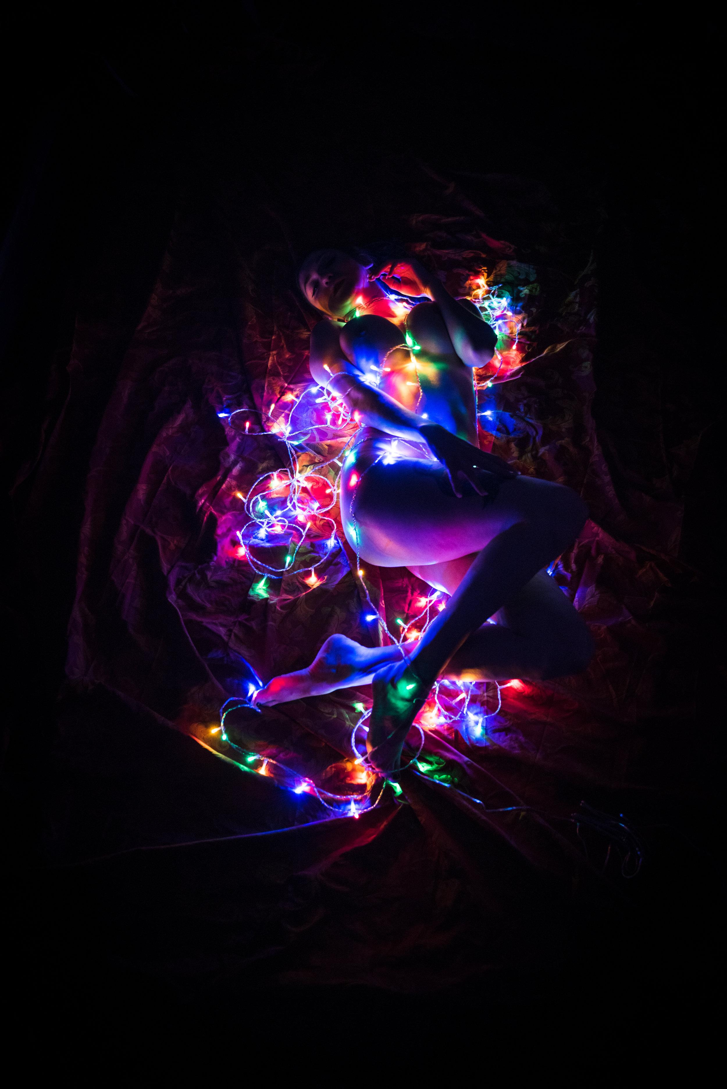Dina_Xmas_lights-4.jpg