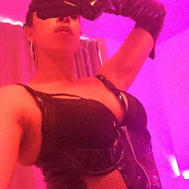 Dominanight! #work#domina#dominatrix#dominant#woman#bdsm#sub#surrender#pet#submissive#obey#playtime#boss#bosswomen#light#kink#fetisj#hiddenface#mistress