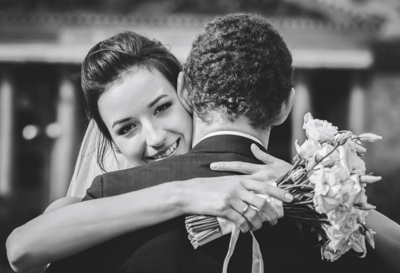 Le couple - Selon le déroulement décidé du mariage, j'aime à réserver un moment (généralement avant ou après la cérémonie) afin de vous photographier dans des situations posées.Cela permet d'être plus créatif et d'avoir un rendu qui soit unique. C'est aussi l'occasion pour vous de vous retrouver en tête à tête avant la suite :)
