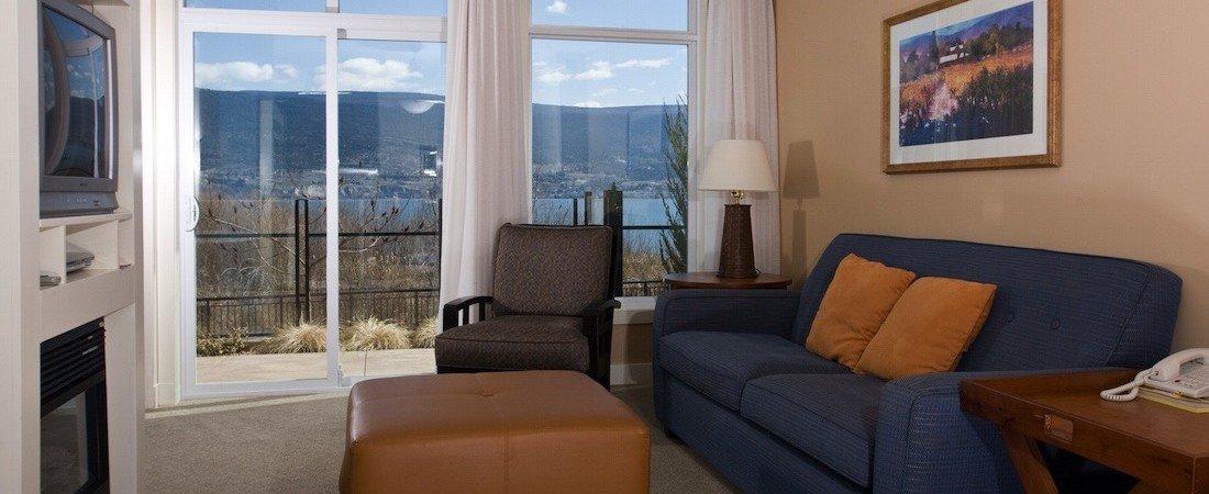 SLtwo_bedroom_suite_living_room-2__pano_1100_450_85auto_s_c1.jpg