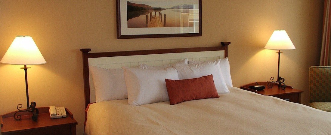 SLone_bdrm_suite_bedroom-2__pano_1100_450_85auto_s_c1.jpg