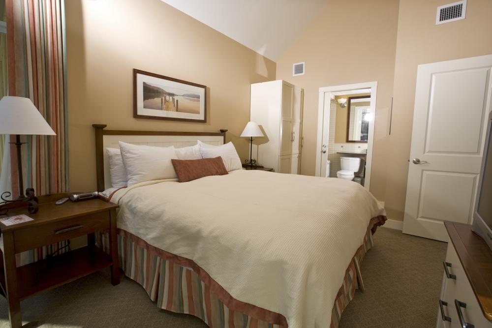 One-Bedroom-Queen.jpg