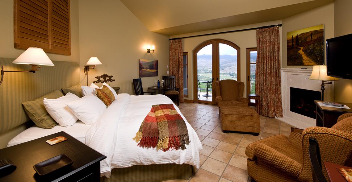 villa-interior-deluxe-suite.jpg