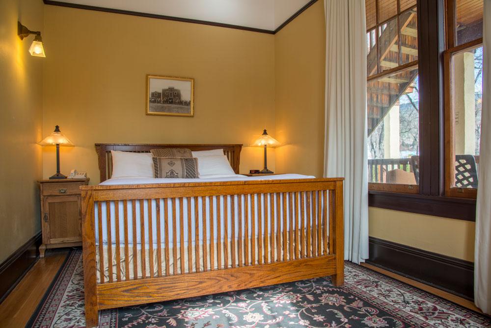 hotel-room-lg-2.jpg