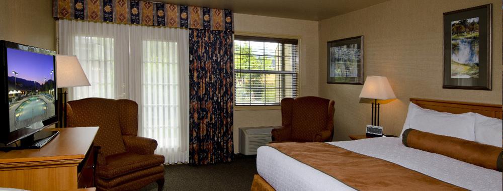 Deluxe-King-Rooms.jpg