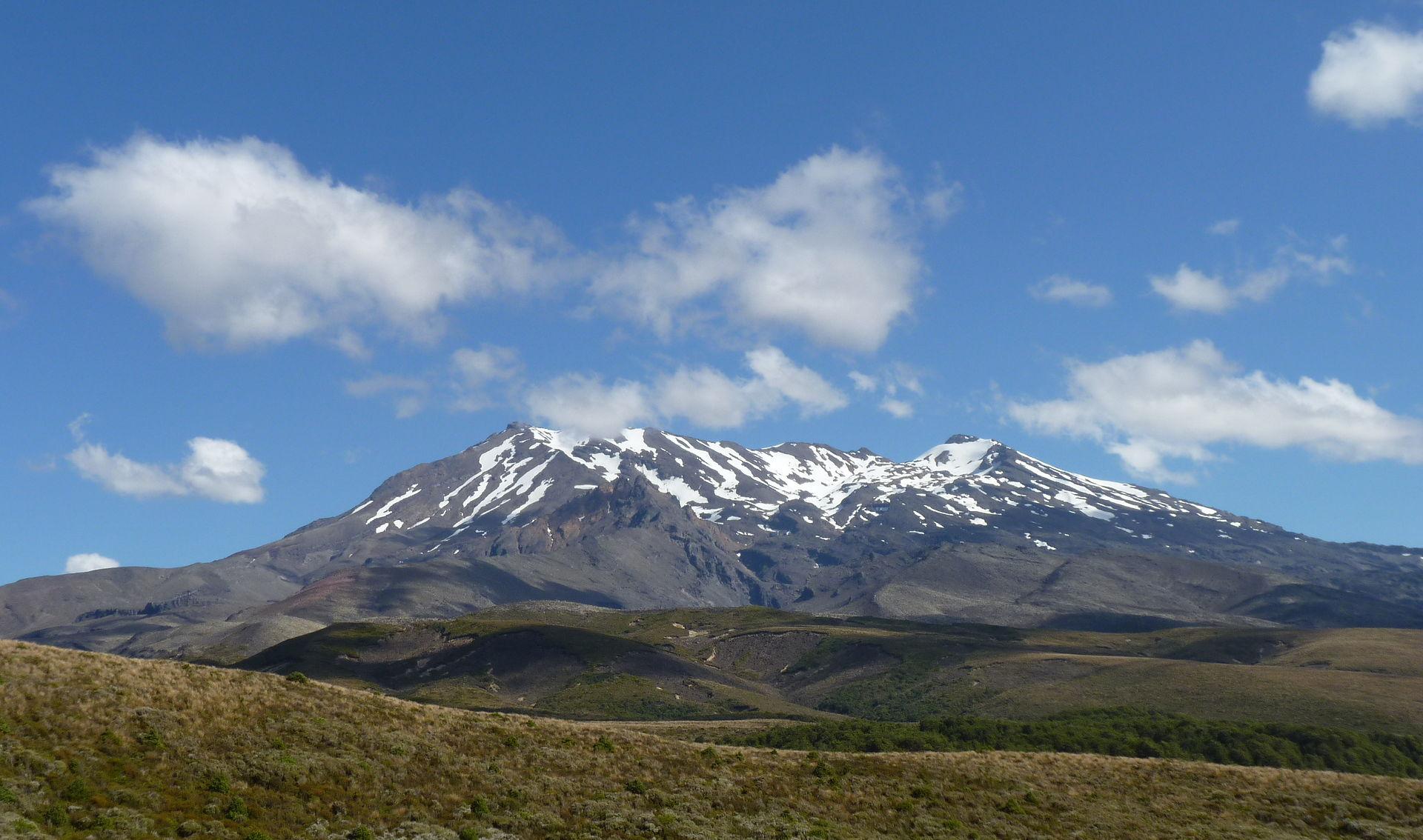 Tongariro_Northern_Circuit,_New_Zealand_(5).JPG