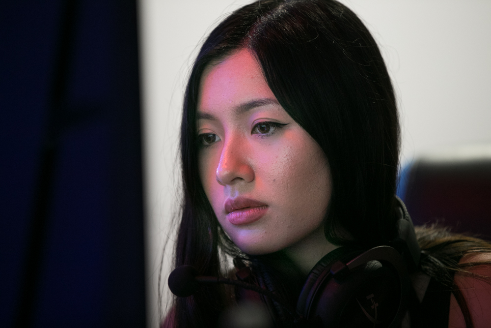 Dark Sided Female Counterstrike (CSGO) player Jsmai