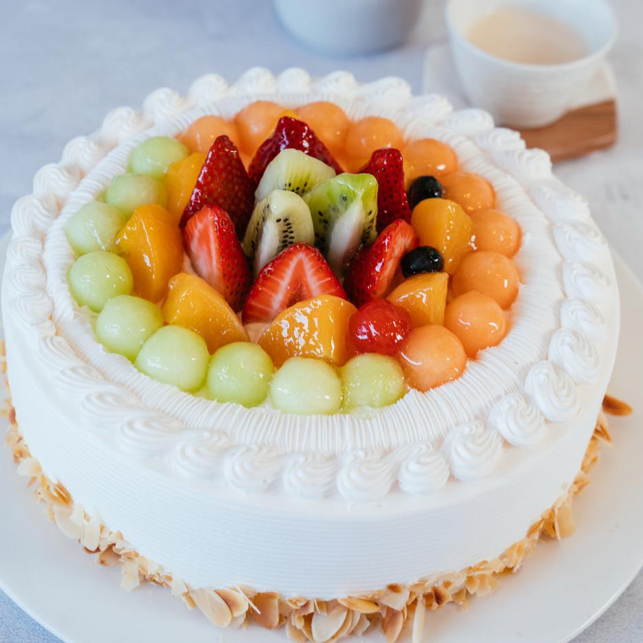 Fresh Durian Cake   Fresh Durian, Vanilla Cake, 35% Whipping Cream