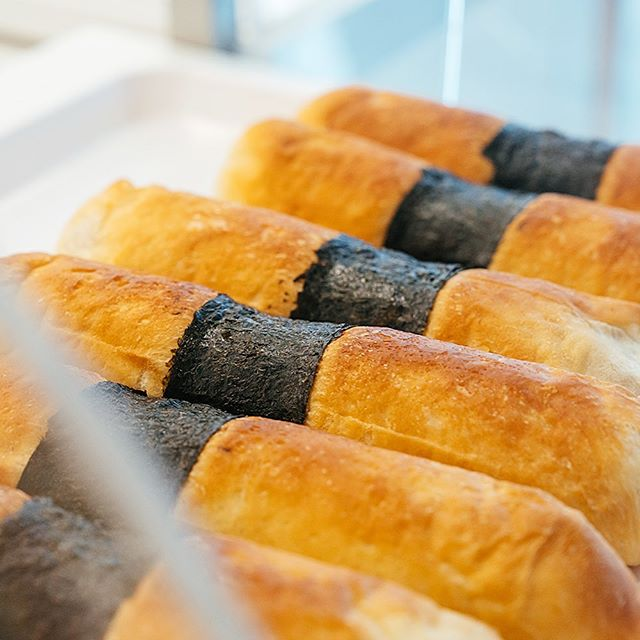 Do you wanna take a guess👐 besides red bean, what's another popular filling for bun🤔 . . The answer is TARO✌️ take a bite, you will taste the smooth taro filling🍞 . . #blog #blogTOLicious #torontoonly #the6ix #bakery #torontoeats #torontodessert #dessert #sweet #torontofoodie #yyz #yyzfoodie #yyzwats #cake #foodporn #madeats #madfood #summer #japanesedessert #taro