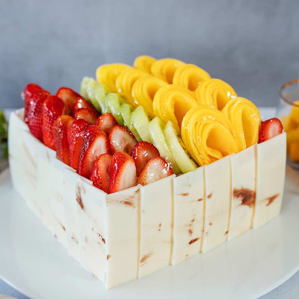 Mix Fruit Cake   Vanilla Sponge Cake, Seasonal Fresh Fruits, 35% Whipping Cream