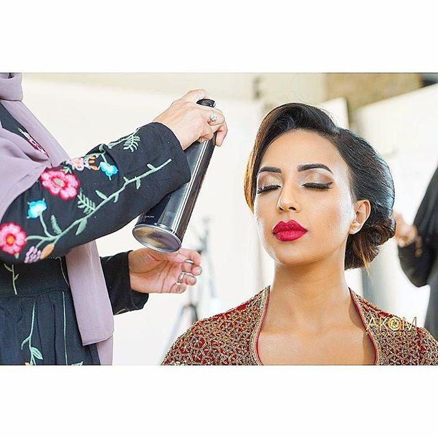 BTS shoot for @fayemakeup Bridal class 💖 @rb_bouquets_henna Model: @miss_mkhan . . . . #lashes #contour #highlight #makeupartist #like4like #follow4follow #bridalclass #asianbridalmakeup #makeuplover #bride #bridaloutfits #londonmua #londonmakeupartist #makeupaddict #photography #londonphotographer #love #hudabeaty #fayemakeup #anatasiabrows #anastasiabeverlyhills #morphe #instastyle #models #photographer #bts #makeupph #makeupartist #makeupart #bridalmakeup #potd
