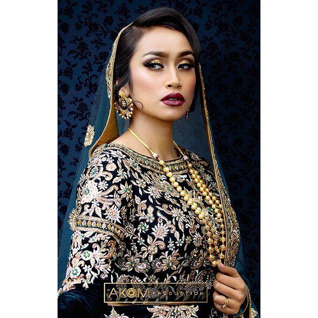 Faye Makeup Academy Shoot @fayemakeup  Makeup: @elsa_dolls Model: @nx.lima  Outfit: @zarkanoflondon  Jewellery: @ishyhaq Photo & Retouching: @akamproduction . . . . . . #photography #photoshoot #fayemakeup #bridal #makeup #mua #akamproduction #fashion #retouch #asianbride #wedding #potd #ootd #instagood #photo #instapic #wedding #fashionshoot #asian #asiana #weddingshoot #professional #indianbride #pakistanibride #khushmag #beautyretouch #beauty #glamour #bridalmakeup #bridalinspiration #weddingmakeup