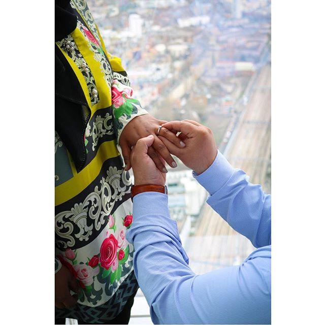 Proposal shoot @shardview 💍 #proposals #wedding #imgettingmarried #engaged #engagedlife #engagedcouple #happilyengaged #heproposed #shesaidyes #futuremrandmrs #proposalideas #happilyeverafter #love #happiness #photography #photoshoot #london #weddingphotographer #engagementphotos #coupleshoot #couplephotography #engagementsession ❤️