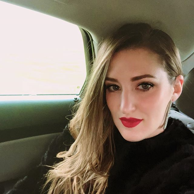 #tbt two weeks ago when I was in Minnesota for my cousins wedding! Sometimes you just wanna rock a faux fur jacket, red lips and channel your inner Cruella Deville!