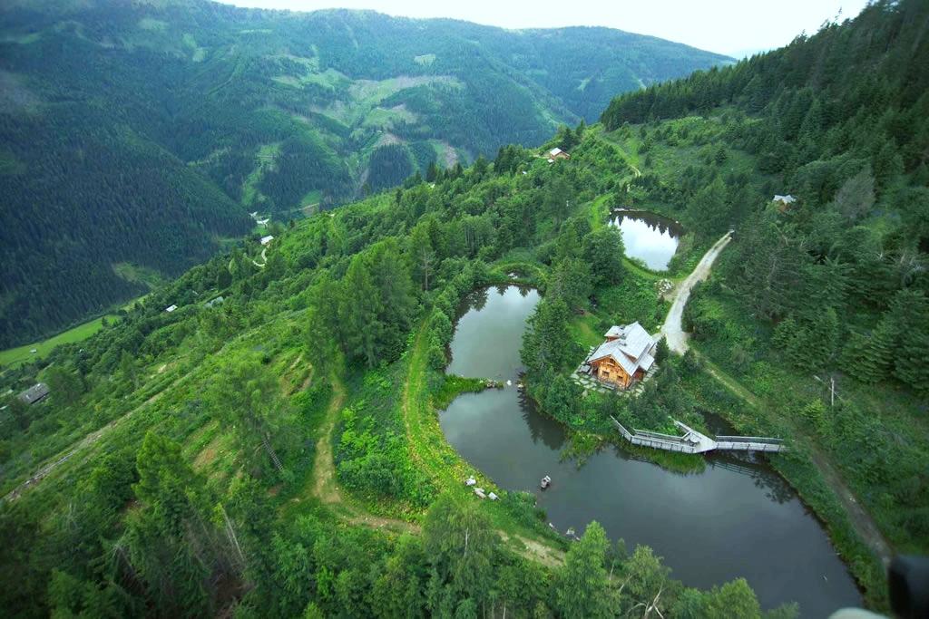 horní část farmy s domem a rybníky (zdroj fotografie  krameterhof.at )