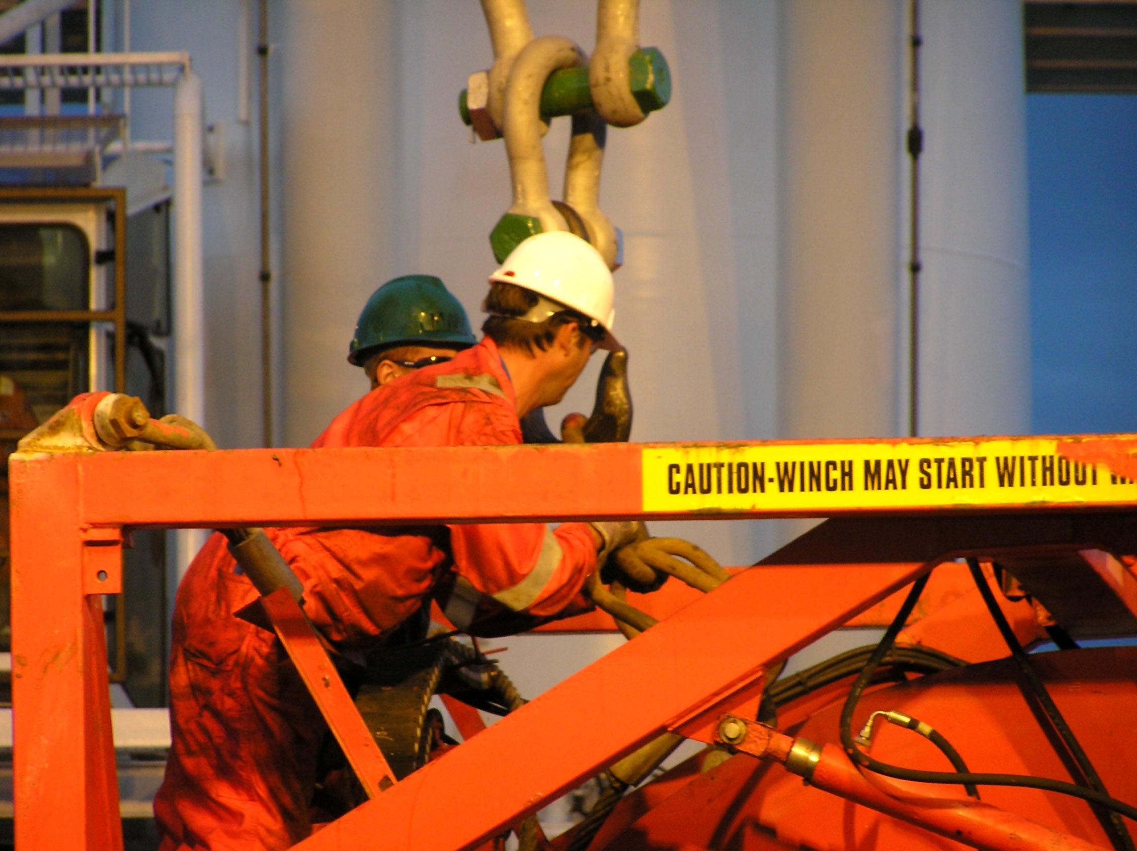 workers-1241079.jpg
